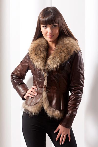 Зимние женские кожаные куртки с мехом Прямое женское пальто с коричневым мехом - PM716 Кожаная