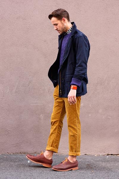 Модные парни в ярком стиле 80-х годов