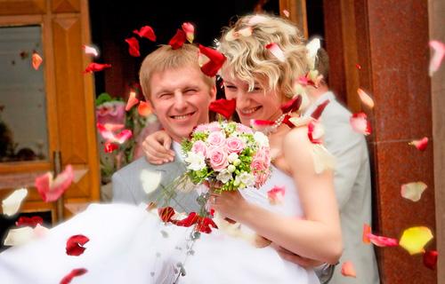 Чем сыпят на свадьбу
