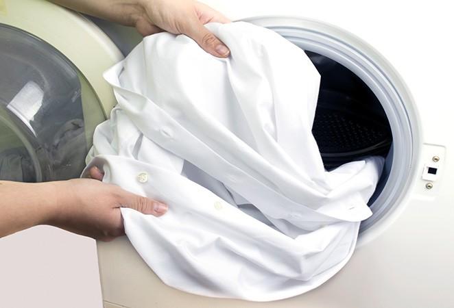 Как разгладить одежду без утюга?