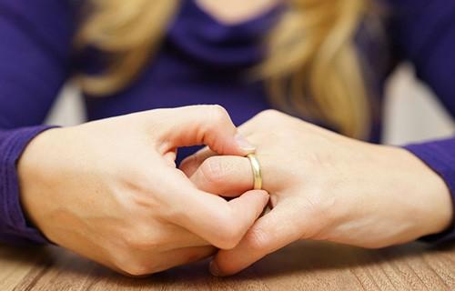 Женщины после развода чувствуют себя счастливее мужчин