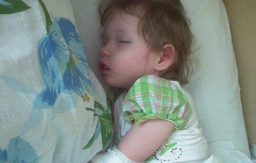 Двухлетней Алине срочно требуется операция