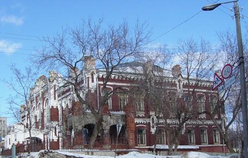 Учебный год в Вятской гуманитарной гимназии начнется после решения суда